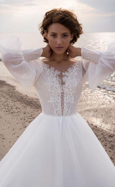 Свадебное платье с расшитым корсетом