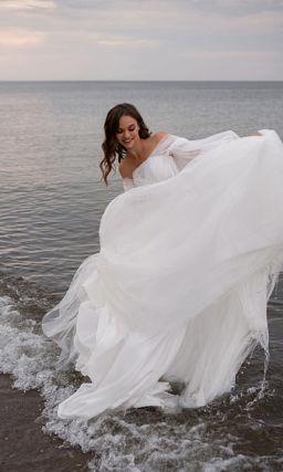 Красивое пышное платье с воздушными рукавами